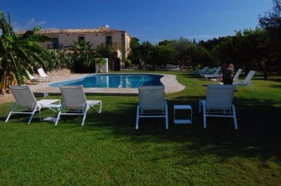 Baglio Siciliamo Country House: la piscina