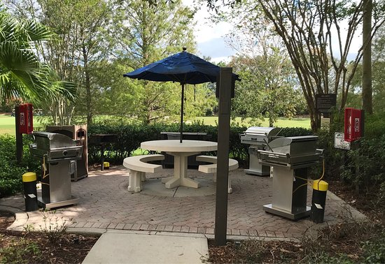 Marriott's Grande Vista: One of many outdoor grilling areas