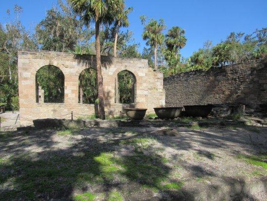 Sugar Mill Ruins : outer walls