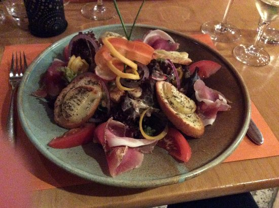 Champery, Switzerland: Goat simulator cheese salad (with air dried ham, walnuts, random salad and veg items)
