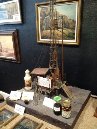 Sapulpa, Оклахома: Several displays of oil history