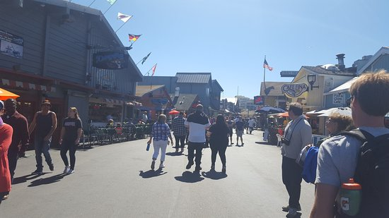 Old Fisherman's Wharf : lots of people