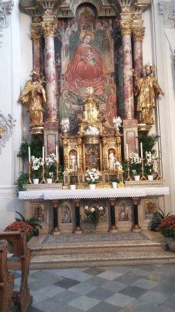Absam, Austria: Wallfahrtsaltar in der Basilika St. Michael