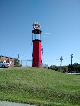 Sapulpa, OK: Road Icon - Can not miss the place