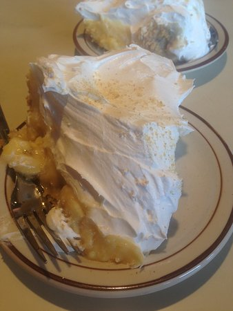 Bloomer, WI: Banana Cream Pie