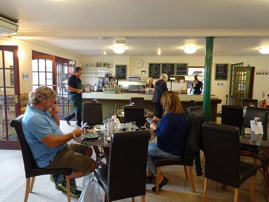 Broadwindsor, UK: Main restaurant area, spacious and comfortable