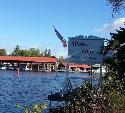 Water's Edge Restaurant: Outside