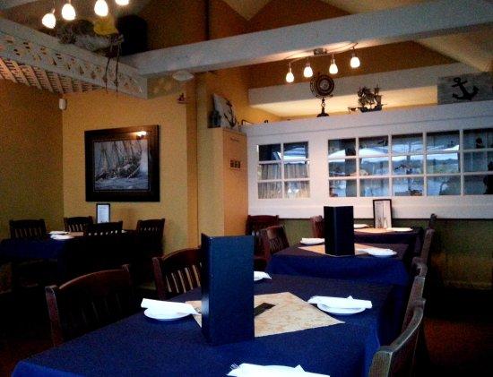 Water's Edge Restaurant: Inside restaurant