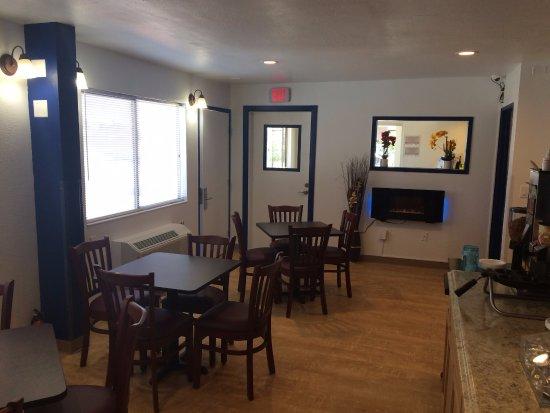Raton, NM: Brand new breakfast area