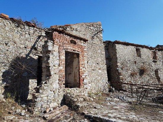 Centola, Italie : Case abbandonata