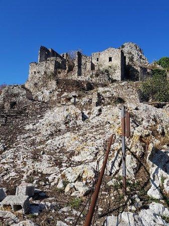 Centola, Italy: la salita verso il paese, ultimo tratto impraticabile