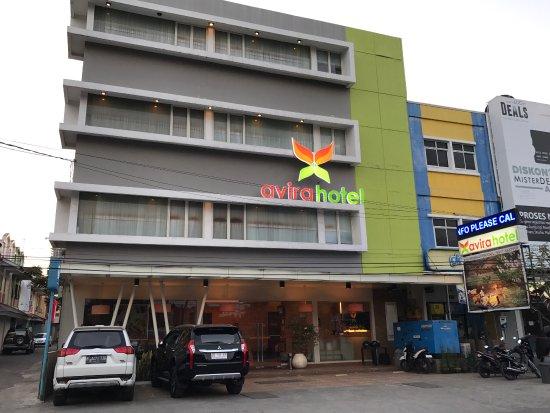 Avira Hotel: avirahotel panakkukang dapat penghargaan dari Traveloka Online Travel sebagai hotel bintang dua