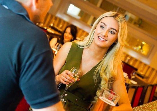 Guisborough, UK: Enjoy drinks in relaxed surroundings