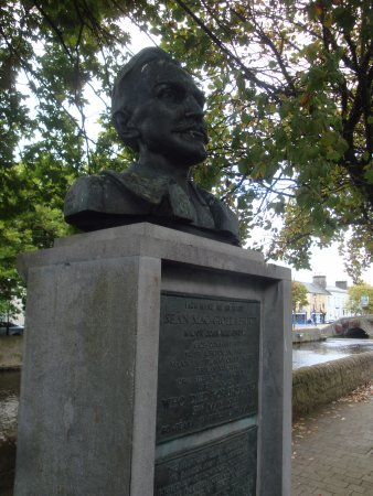 Westport, Ireland: Mac Bride Memorial