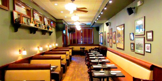 Floral Park, Nova York: Open seating and private booths in our dining room