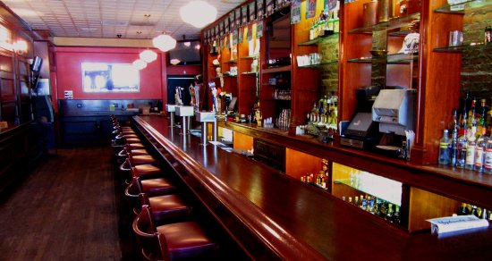 Floral Park, Nova York: See all the games are on our new 60 inch screens