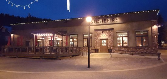 Kimberley, Canada: Stonefire Pizzeria by night....