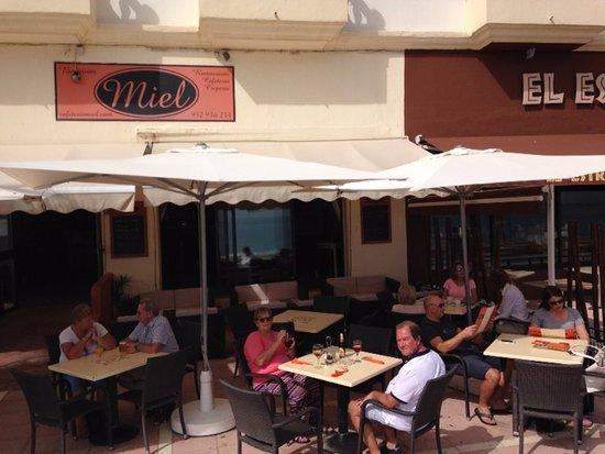 San Luis de Sabinillas, สเปน: terrace of restaurant Miel