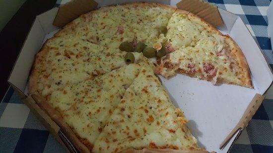 Jacarei, SP: Pizza frango com catupiry/Portuguesa