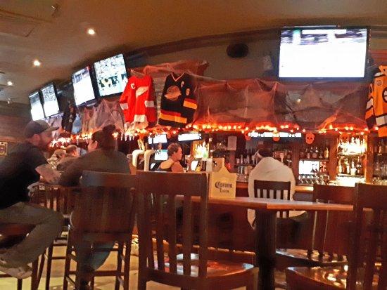Owl Pub + Cold Beer & Wine Store: 20171012_200306_large.jpg