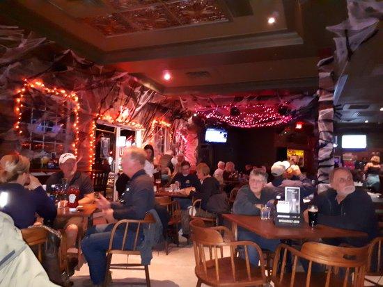 Owl Pub + Cold Beer & Wine Store: 20171012_194949_large.jpg