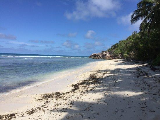 Anse-Kerlan Beach Chalets: Beach