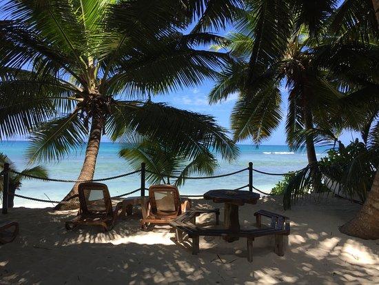 Anse-Kerlan Beach Chalets: Sitting area overlooking beach and sea