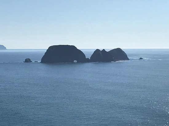 Tillamook, Oregón: Boulders viewable from Cape Meares
