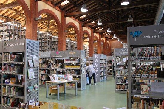 Castelfranco Emilia, إيطاليا: Biblioteca Lea Garofalo