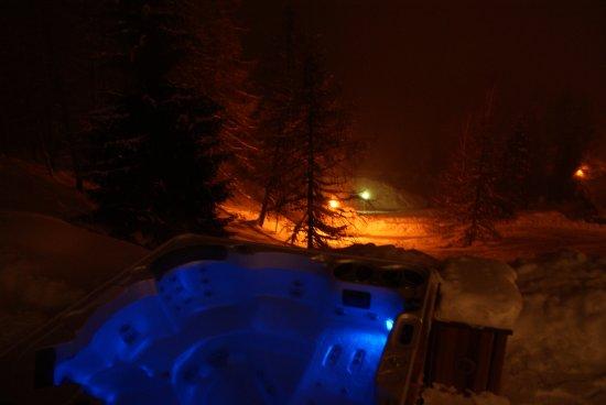 Les Coches, Frankrig: Détente dans votre Spa la nuit au Mont d'Eden....