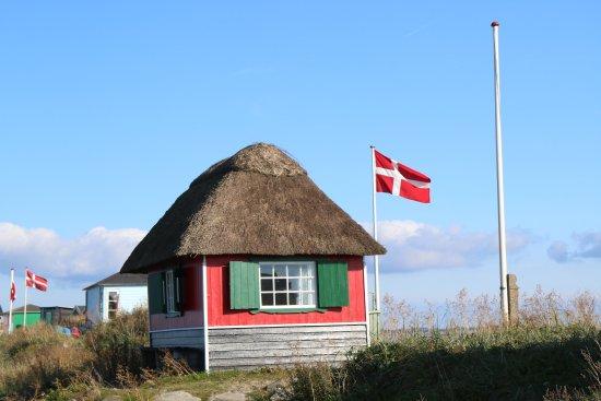 Aero, Danemark : One of the many colorful beach cabins