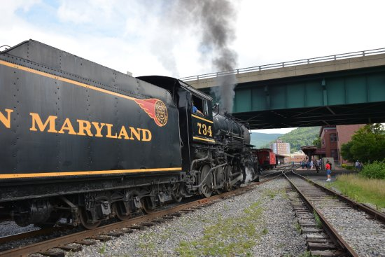 Cumberland, MD: Going under Int 68 arriving at station to take passengers for a great rail trip