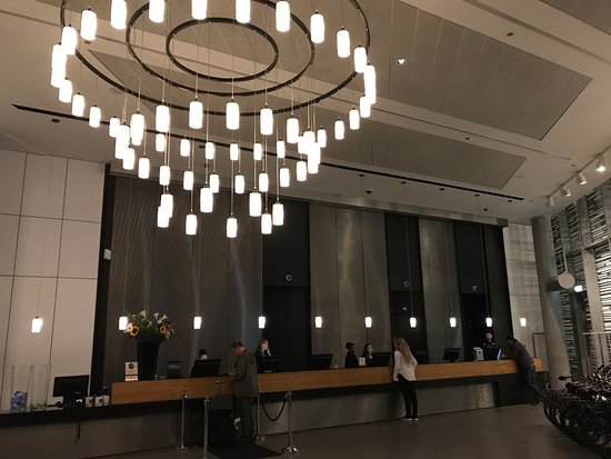 DoubleTree by Hilton Hotel Amsterdam Centraal Station: Front Desk