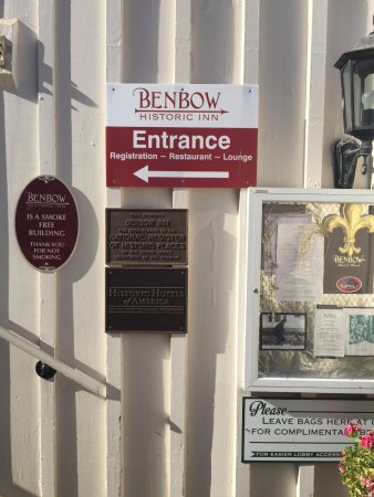 Benbow Historic Inn: Entry will be GREATLY simplified when construction is done!
