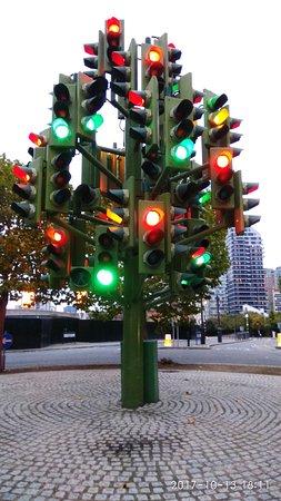 london traffic signal tree picture of traffic light tree london