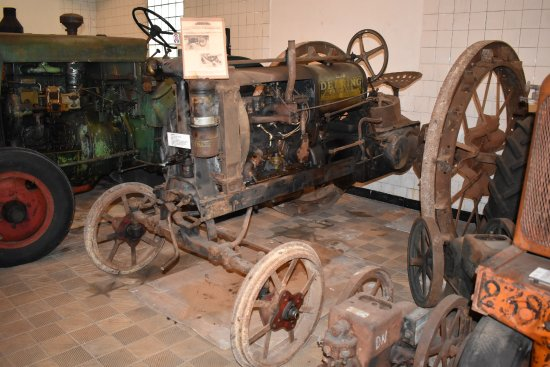 Brienne-la-Vieille, Γαλλία: Ancien tracteur
