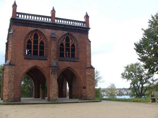 Park Babelsberg: alte Gerichtslaube