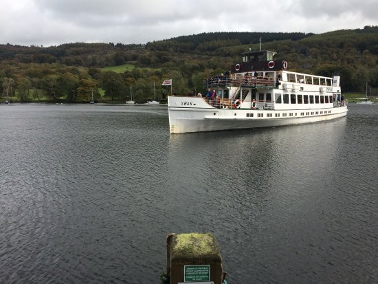 Bowness-on-Windermere, UK: Lake Cruiser - Getting Closer!