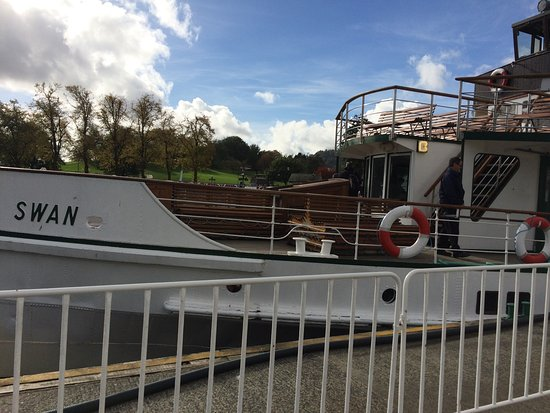 Bowness-on-Windermere, UK: Front of the Cruiser