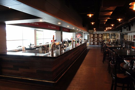 Oshawa, Canada: Prospects Bar & Grill Lower Level - Located inside the Tribute Communities Centre