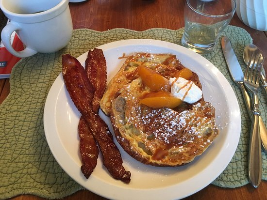 Manchester, VT: Bacon and pancakes, real maple syrup (locally sourced)