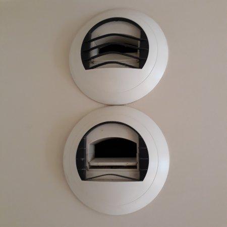 1 grille de ventilation sur 2 cass es picture of mercure paris porte de versailles expo. Black Bedroom Furniture Sets. Home Design Ideas