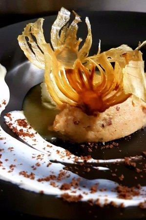 L'Escapade: Compoté de coing et chips de fenouil confit