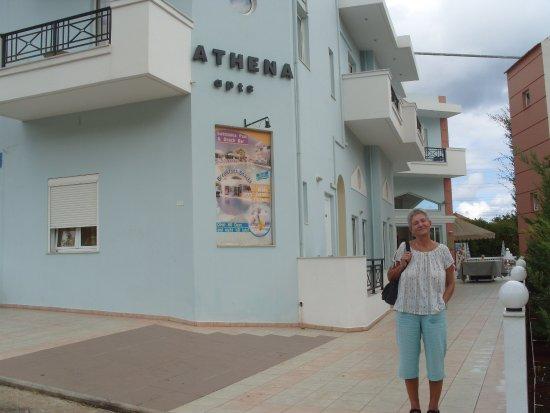 Athena Apartments : Entrance from lane.