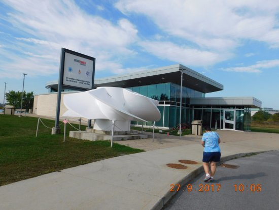 Cornwall, Kanada: Turbine wheel in front of visitors center