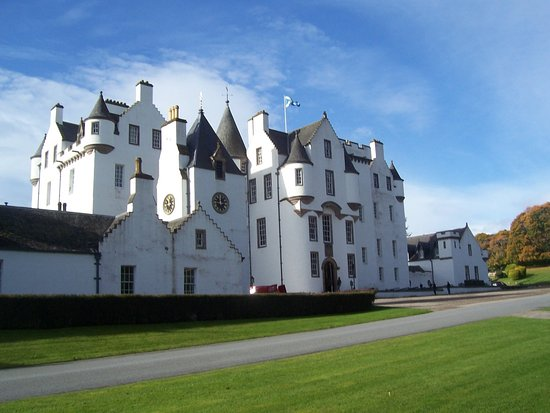 Blair Castle and Hercules Gardens: Blair Castle in the sunshine