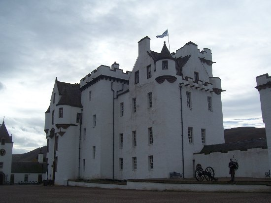 Blair Castle and Hercules Gardens: The piper plays outside Blair Castle