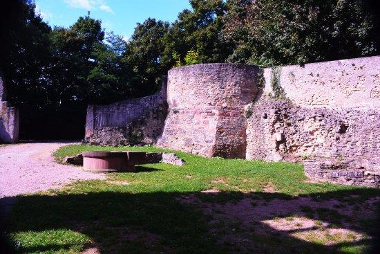 Oppenheim, Tyskland: Wehrturm vom eingestürzten Torhaus