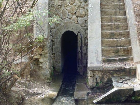 Επτά Πηγές: Einstieg des Tunnels.