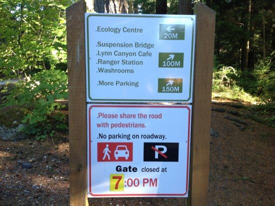 นอร์ทแวนคูเวอร์, แคนาดา: Lotsof signs in the park